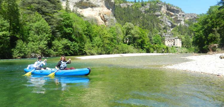La descente des Gorges du Tarn, à réaliser en canoë ou en kayak, en famille, entre amis ou en solitaire…