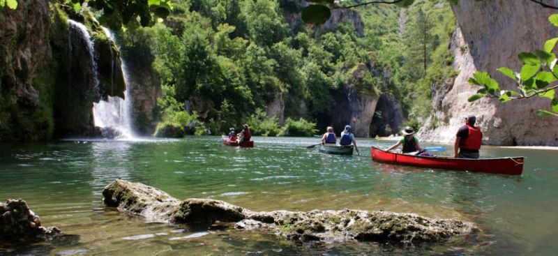 Camping delron camping dans les gorges du tarn cano kayak for Camping gorges du tarn piscine