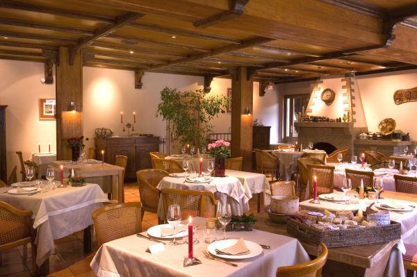 Hotel restaurant la lozerette cocures 48400 florac in for Bistro hotel